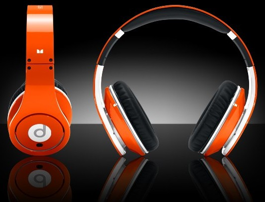 http://robinandbanks.files.wordpress.com/2010/11/colorware-beats-by-dr-dre2-e1291091270643.jpg
